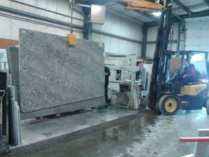loading-slab-onto-saw-table